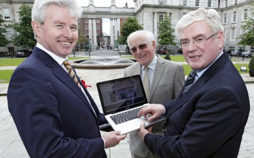 The Tánaiste Mr. Eamon Gilmore T.D. officially launched the new website for Clans of Ireland on Thursday 19th July at 12.30pm at Government Buildings in Dublin.