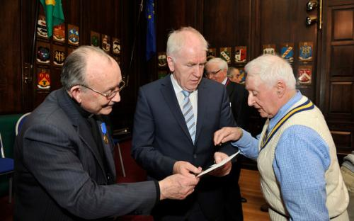 Minister Deenihan chats with clan representatives