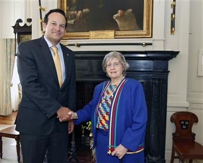 Minister Varadkar is welcomed to the Mansion House by Nora Keohane Hickey Cathaoirleach of Clans of Ireland